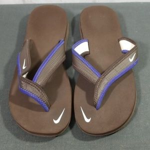 Nike brown flip flops size 7